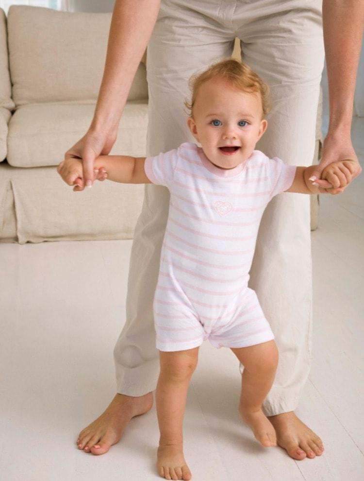 Baby-Walking-Early-Sign-Of- Intelligence-Image.jpg